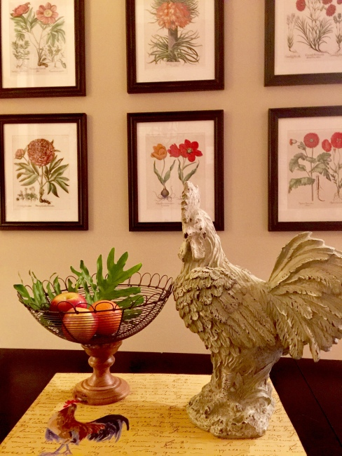 This rooster was a gift from my brother one Christmas many years ago. When I first received it, I didn't have any idea what I would do with it.   It has since become the theme of my breakfast room.